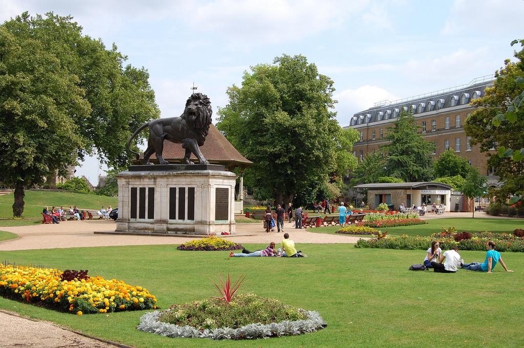 Gallery-1-Forbury-Gardens